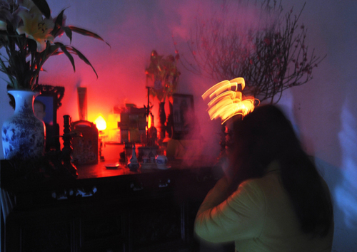 Chị Thắm, người đầu tiên xin được lửa từ đình mang về nhà