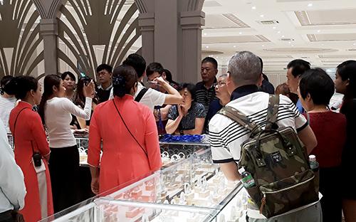Đón khách Trung Quốc 'chui', công ty bị phạt hơn 300 triệu đồng