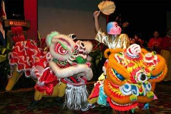 Overseas Chinese perform lion dance at a reception to celebrate the 58th anniversary of the founding of the People's Republic of China at China's embassy in San Jose, capital of Costa Rica, Sept. 27, 2007. (Xinhua