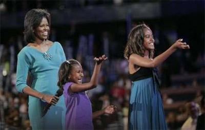 Michelle Obama và các con gái trong đại hội của đảng Dân chủ tháng trước. Ảnh: Reuters.