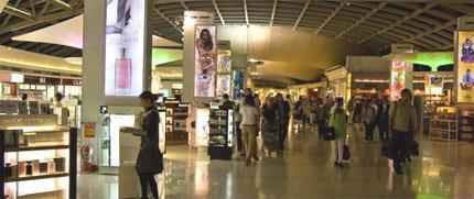 Khu mua hàng miễn thuế ở sân bay quốc tế Bangkok. Ảnh: BBC.
