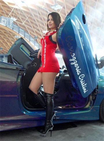 Người đẹp ở triển lãm xe độ Italy