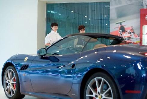 Kim Hye Soo và Ferrari California