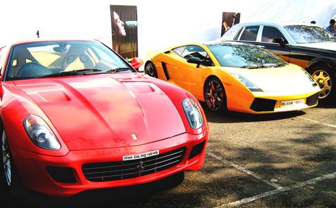 Ferrari 599 GTB bên cạnh Lamborghini Gallardo.