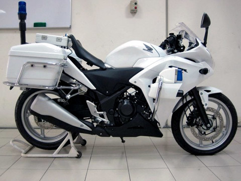 Honda CBR250 2011 Police được trang bị cho cảnh sát Malaysia.