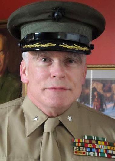 Cựu Trung tá thủy quân lục chiến James G. Zumwalt lần thứ 51 đến Việt Nam.
