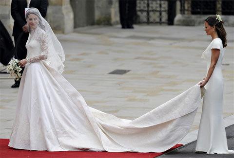 Cô dâu hoàng gia Anh tới Tu viện vWestminster trong chiếc cổ để làm lễ thành hôn với hoàng tử William.