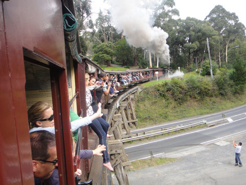 Xe lửa Puffing Billy.
