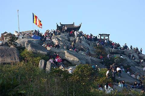 Chùa Đồng trên đỉnh núi thiêng Yên Tử cao hơn 1.000 mét.