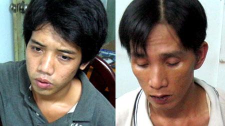 Hai tên cướp bị nhóm hiệp sĩ Sài Gòn bắt giữ tối 23/7. Ảnh: An Nhơn.