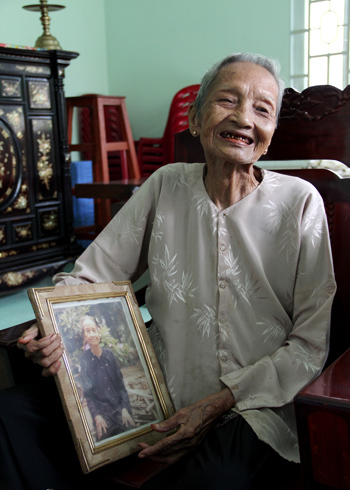 Bà cụ Nguyễn Thị Trù. Ảnh: Thi Ngoan.