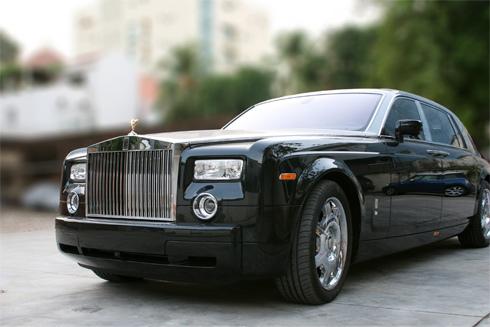 Chiếc Rolls-Royce Phantom của bà Dương Thị Bạch Diệp với hai màu xanh-trắng giống như tên.