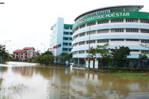 Nhiều trường học trên địa bàn thành phố Huế bất ngờ bị ngập sâu trong nước.