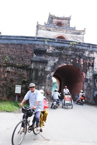 An toàn nhất là chở khách. Người đi xe đạp thồ phải có sức khỏe tốt, dẻo dai để chở khách được những đoạn đường dài với vận tốc nhanh nhất.