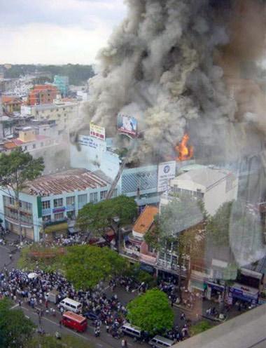 Vụ cháy tòa nhà ITC nhìn từ trên cao.
