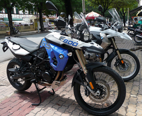 Cặp đôi BMW Enduro 2012 do Saigonmoto nhập khẩu.