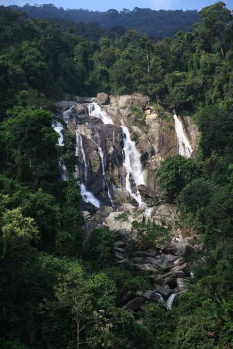 Cáp treo Tây Thiên được đưa vào hoạt động từ ngày 16/02/2012 và sẽ khai trương vào dịp khai hội Tây Thiên ngày 15/02 Âm lịch (tức 07/03/2012). Núi rừng Tây Thiên và dòng Thác Bạc đẹp như mơ được chụp từ độ cao 200 mét của tuyến cáp treo.