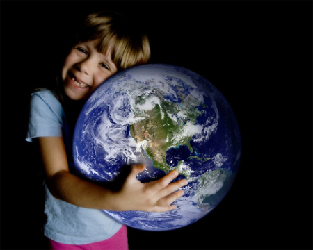 Những hành động thiết thực giúp chúng ta bảo vệ môi trường. Ảnh minh họa