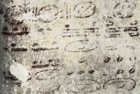 Lịch cổ nhất của người Maya được tạo nên bởi những chữ tượng hình. Nó tính toán thời gian theo chu kỳ của mặt trăng, sao Hỏa và sao Kim. Ảnh: AP.