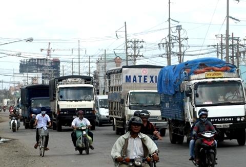 Nhiều xe tải và container