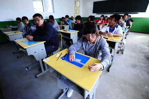 Students wait for the start of the national college entrance exam at a test center in Golmud, Qinghai province, June 7, 2012.