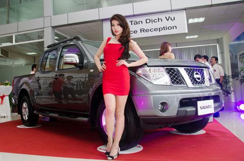 Navara trong ngày khai trương Nissan Long Biên.
