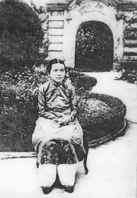 Chân dung bà Nguyễn Hữu Thị Nga, vợ vua Thành Thái.