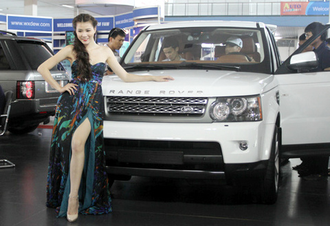 Gian hàng của Land Rover với chiếc Range Rover Sport Supercharged.