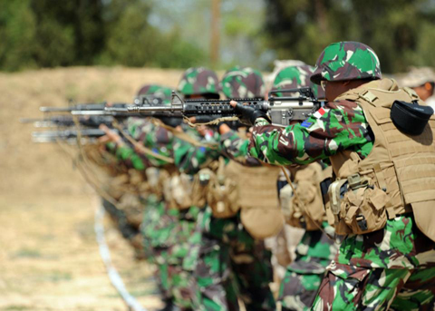 Indonesian Marines practice dry-fire drills alongside Tonga Defense Services and U.S. Marines from Charlie Company, 1st Battalion, 3rd Marines at Puuloa Range Training Complex in Ewa Beach, Hawaii during the Rim of the Pacific (RIMPAC) exercise.