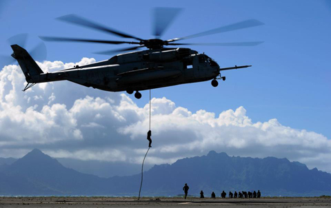 Members of the 2nd Battalion Princess Patricia's Canadian Light Infantry from Shilo, Manitoba, and 1st Battalion, 3rd Marines from Hawaii, United-States, practice the Fast Rope Insertion Extraction System with a CH-53E Super Stallion helicopter, at Marine Corps Base Hawaii, Honolulu, Hawaii, on July 2 2012.