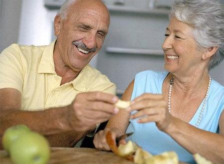 Người bệnh ung thư không nên kiêng cữ bất kỳ món ăn nào. Ảnh minh họa
