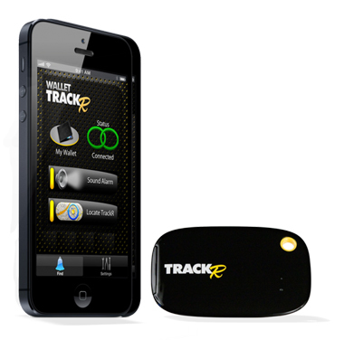 Người sử dụng điều khiển Wallet TrackR nhờ ứng dụng trên điện thoại di động. Ảnh: Gizmag.