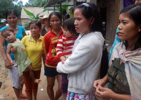 Sau một ngày đêm xảy ra động đất 4,7 độ richter, người dân huyện Bắc Trà My(Quảng Nam) vẫn còn nhiều hoang mang, lo lắng. Ảnh: Trí Tín.