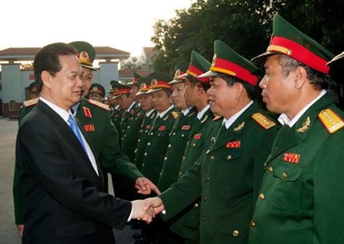 Thủ tướng Nguyễn Tấn Dũng thăm Quân khu 4 - Ảnh