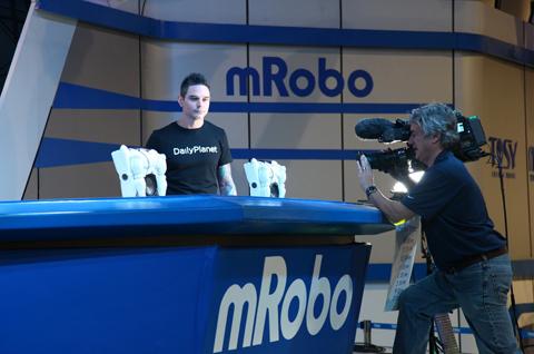 Robot Việt Nam thu hút sự chú ý của giới truyền thông nhiều nước thế giới. Ảnh: TOSY.
