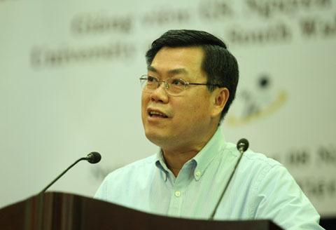 Giáo sư Nguyễn Văn Tuấn. Ảnh: vnuhcm.edu.
