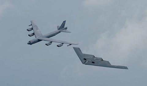 b-52andb-2-1364544364_500x0.jpg
