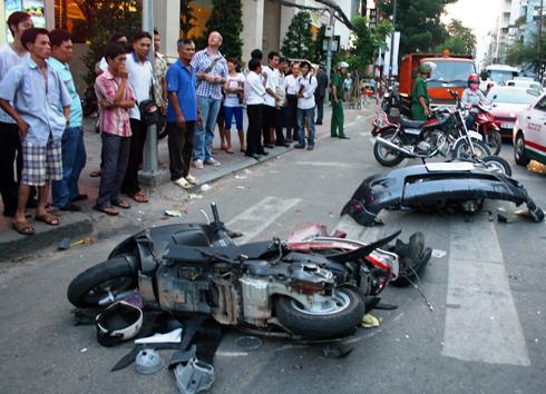Các xe nằm la liệt sau tai nạn. Ảnh: A.N