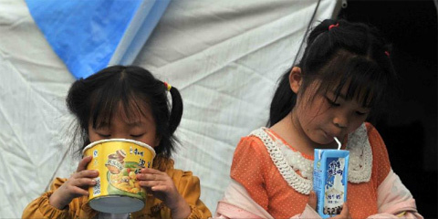 Girls eat breakfast at a temporary settlement for quake-affected people in Lushan Middle School in Lushan County, southwest China's Sichuan Province, April 26, 2013. A 7.0-magnitude jolted Lushan County on April 20. (Xinhua/Li Wen)