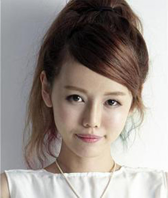 "Singaporean blogger Hong Qiu Ting, 25, after her procedure, done in Seoul, to give her face a ""softer, fuller and rounder look"