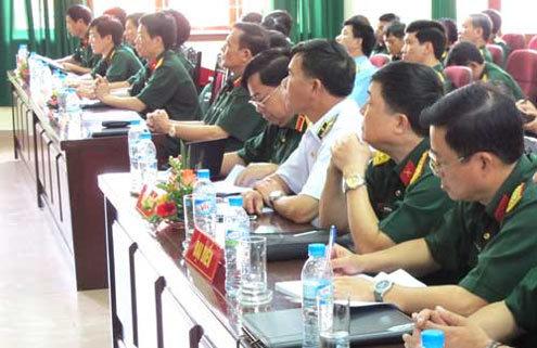 Các đại biểu dự Lễ giao nhiệm vụ và thành viên Đoàn cán bộ chính trị đi học Trung Quốc. Ảnh: QĐND.