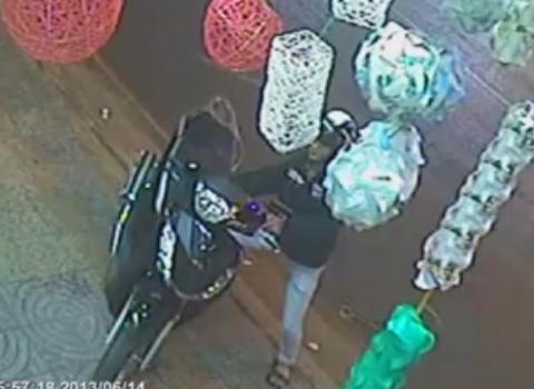 Tên trộm quăng SH bỏ chạy khi bị chủ nhân phát hiện. Ảnh: Nguyễn Bá Phước Hòa