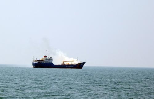 Cảnh sát biển Việt Nam và Hàn Quốc diễn tập chữa cháy tàu