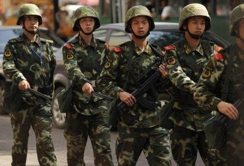 Cảnh sát bán quân sự Trung Quốc tại Urumqi, thủ phủ khu tự trị Tân Cương. Ảnh: AFP