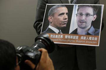 Cuộc đấu trí giữa Snowden và chính quyền của tổng thống Obama. Ảnh: AP