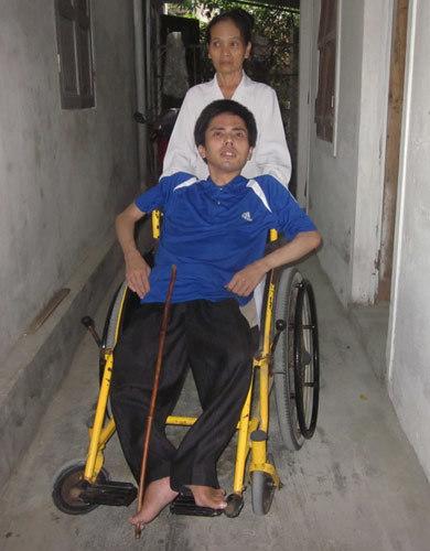Chàng trai 10 năm ngồi xe lăn dự thi ĐH Vinh