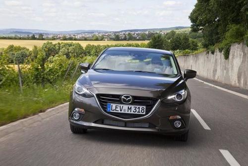 2014-mazda3-sedan-3-1372904176_500x0.jpg