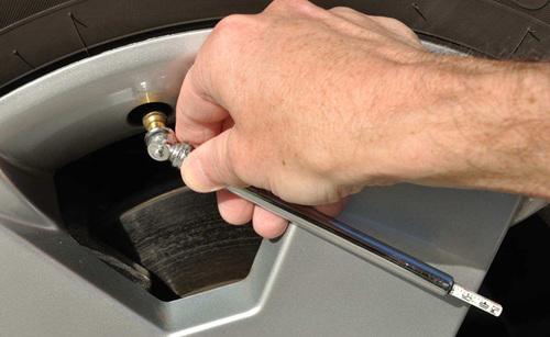 tire-pressure-check-1372926111_500x0.jpg