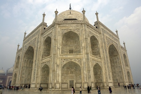 Side-View-Taj-Mahal-Agra-India-137308034