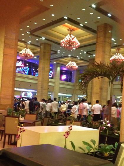 ben-trong-casino-1373616950_500x0.jpg